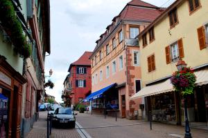 23_Buchsweiler_(Bouxwiller)_-_Die_Hauptstrasse_(Einkaufsstrasse)