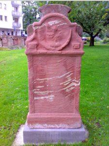 25_Grabstein_Deutscher_Friedhof;_Patenschaft_Familie_Roland_Bahn