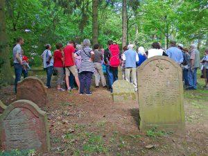 6_Begehung_Juedischer_Friedhof_Mai_2012
